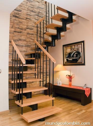Fotos de escaleras met licas curvas acero aluminio for Imagenes de escaleras metalicas
